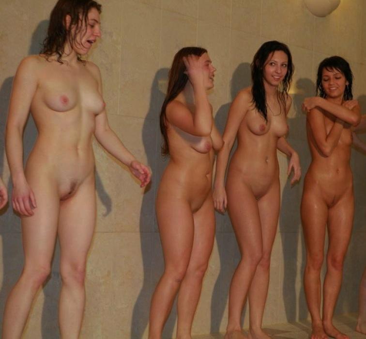 MäDchen Nackt Ausziehen